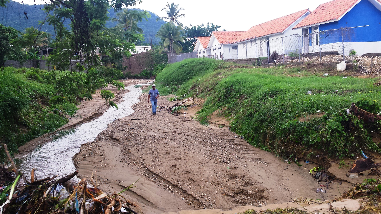 denuncian-gobierno-construye-aldea-infantil-al-pie-de-una-canada-en-puerto-plata-1961887791..jpg